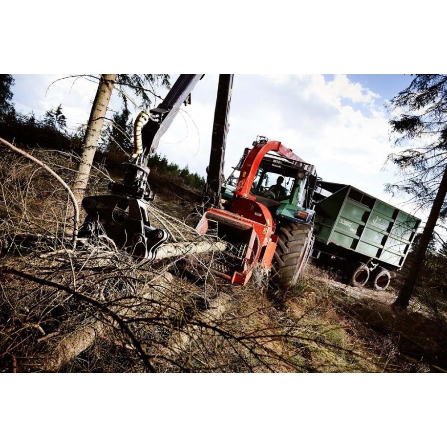 Déchiqueteuse de branches derrière tracteur et grue TP400 COMPACT K